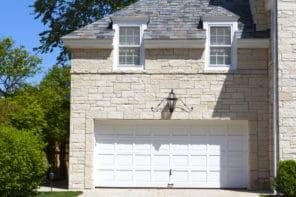 Quel budget prévoir pour poser une porte de garage ?