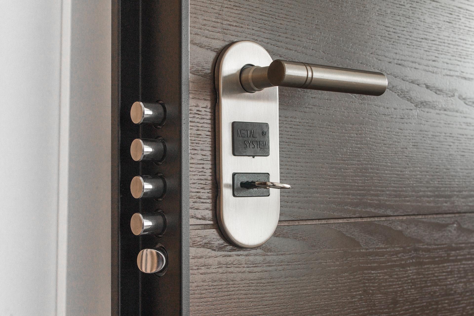 une porte blinde contre les effractions - Alarme Porte D Entre