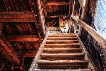 Comment rénover efficacement un escalier un bois : le guide